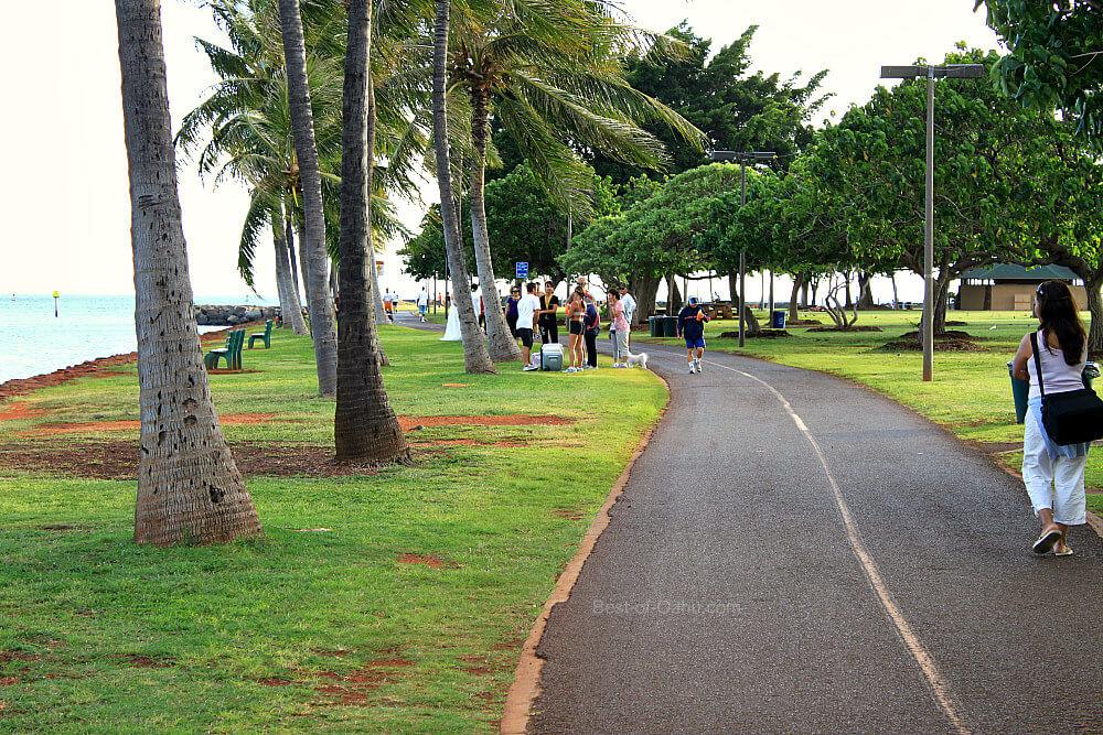 Ala Moana Beach Park Stroll