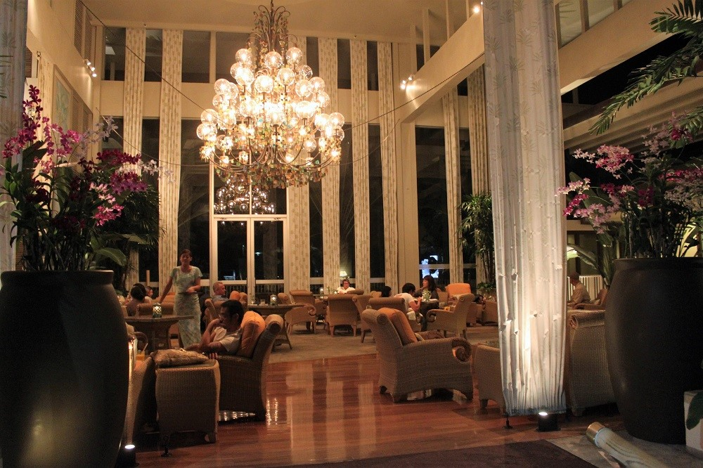 Oahu Nightlife - Kahala Hotel