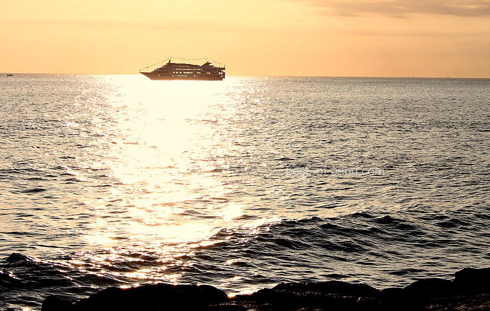 Oahu Nightlife - Boat Cruise